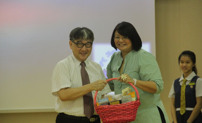 Ms Yoong with our Guest Speaker, Pastor Edmund Chua
